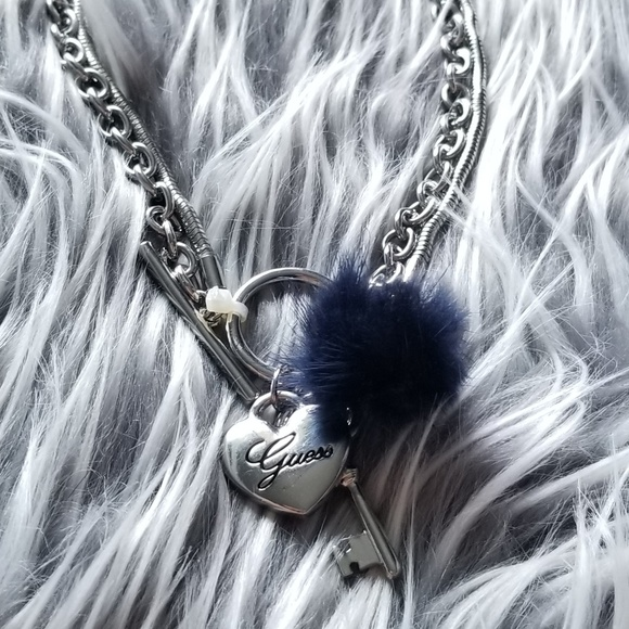 Guess Jewelry - 🍒NWT🍒 GUESS SILVERTONE NECKLACE W/ FLUFF POM